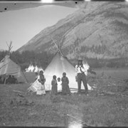 Cover image of Unidentified group at Banff Indian Grounds