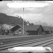 Cover image of 189. Louise station : [Lake Louise railway station]