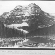 Cover image of Canada. British Columbia (Canadian Rockies) Mt. Robson showing the glaciers and Berg Lake / CN10
